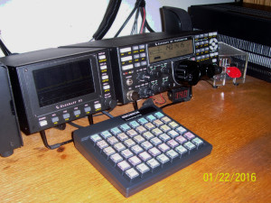 Genovation keypad in front of Elecraft K3